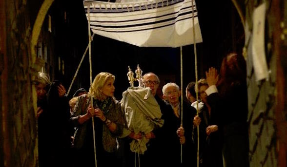 Beit Kraków recieves its first Torah Scroll in 2012 (thank you Beth Shalom!)